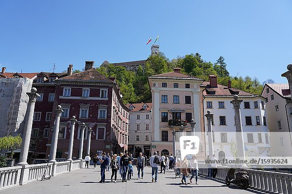 Tromostovje the triple bridge  Ljubljanica River and the Castle  Ljubljana  Slovenia  Europe
