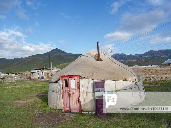 Der Ort Sary Tasch im Alaj Tal am FuÃx des Tschong Alaj des Pamir. Asien  Zentralasien  Kigisistan.