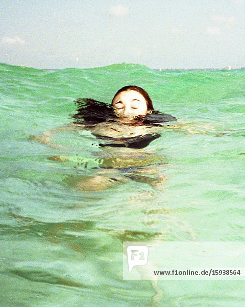 Woman Underwater  3D Stereo Effect