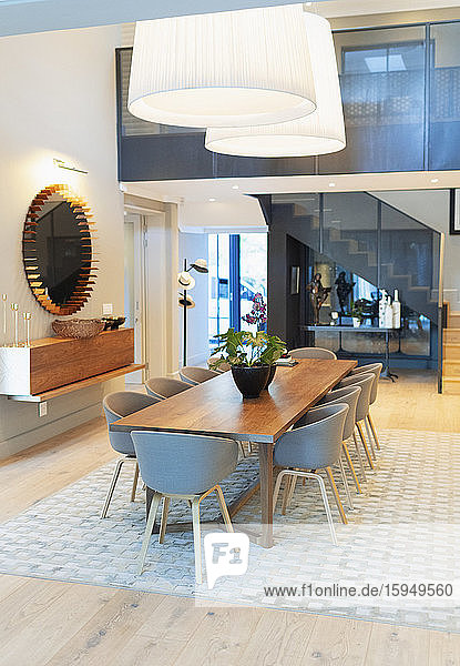 Modernes Wohnvitrineninterieur Esszimmer