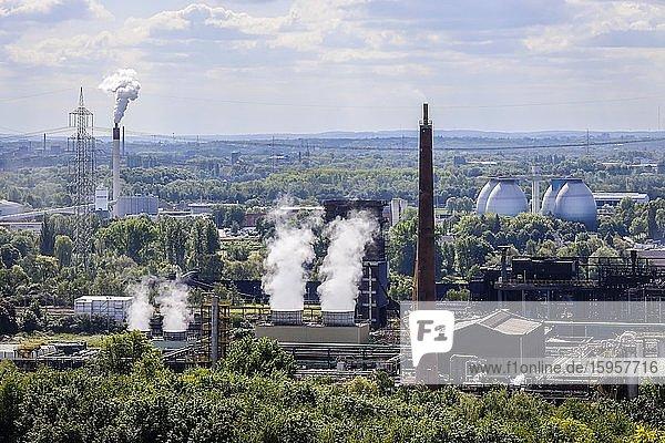 Kokerei Prosper  hinten Faultürme der Kläranlage Bottrop  Industrielandschaft im Ruhrgebiet  Bottrop  Nordrhein-Westfalen  Deutschland  Europa