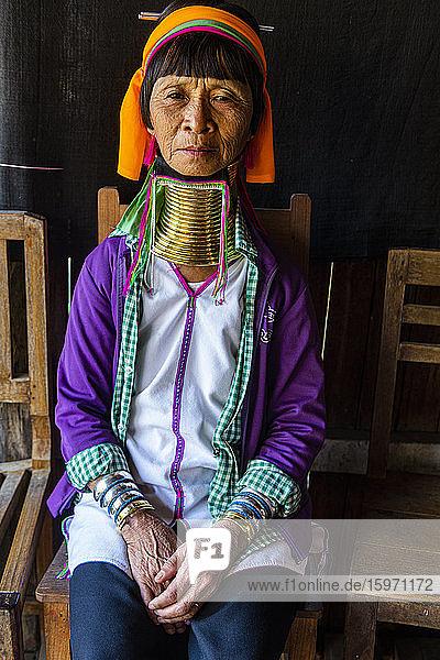 Langhalsfrau vom Padaung-Stamm  Inle-See  Shan-Staat  Myanmar (Burma)  Asien