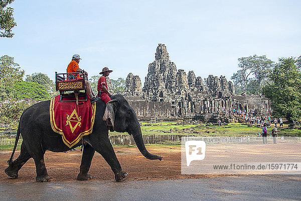 Elefantenritt im archäologischen Komplex von Angkor  UNESCO-Weltkulturerbe  Siem Reap  Kambodscha  Indochina  Südostasien  Asien