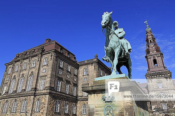 Christian IX. Statue  Christianborg-Palast  Kopenhagen  Seeland  Dänemark  Skandinavien  Europa