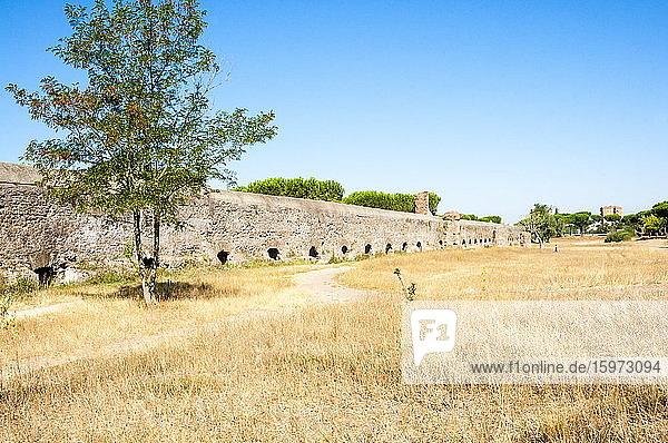 Parco degli Acquedotti  Regionalpark Via Appia  Überreste des römischen Aquädukts Felice  Rom  Latium  Italien  Europa