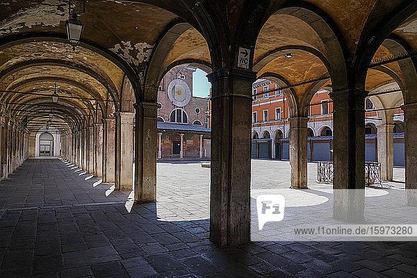 Rialto-Marktpassagen während der Sperrung des Coronavirus  Venedig  UNESCO-Weltkulturerbe  Venetien  Italien  Europa