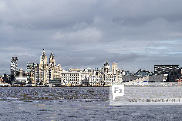 The Liver Buildings  Three Graces and Liverpool Museum  UNESCO-Weltkulturerbe  Liverpool  Merseyside  England  Vereinigtes Königreich  Europa