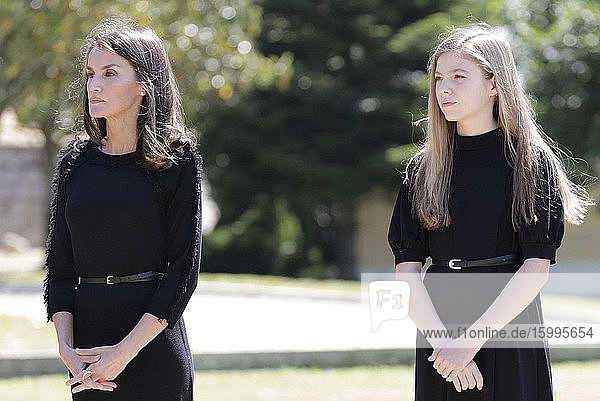 Queen Letizia of Spain  Princess Sofia attends a minute of silence in memory for the COVID19 pandemic victims in Spain at on May 27  2020 in Madrid  Spain