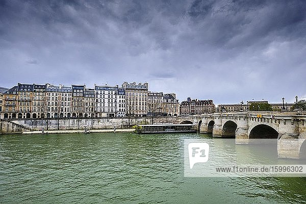 France  Paris  Seine river bank  Pont Neuf bridge during the lockdown of Covid 19.