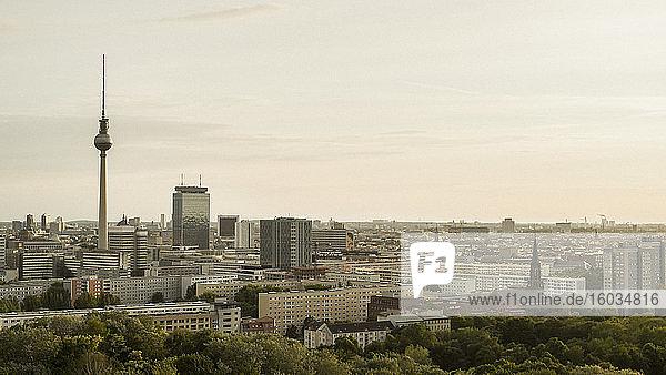 Berliner Stadtbild und Fernsehturm  Deutschland