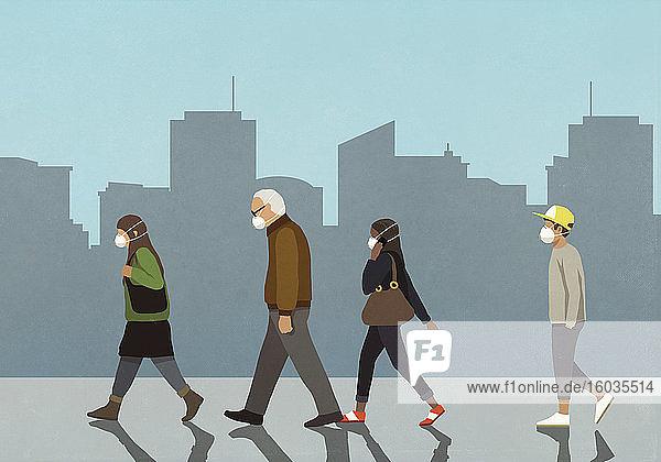Fußgänger mit Grippemasken beim Spaziergang in der Stadt
