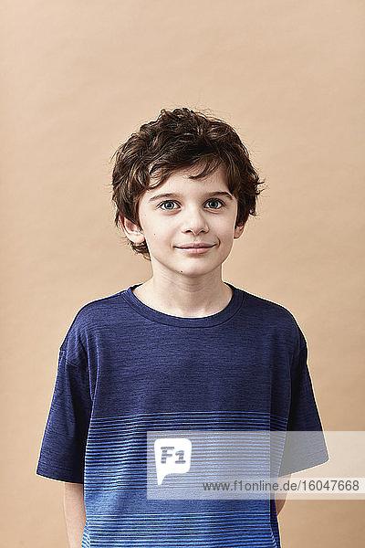 Studioporträt eines Jungen