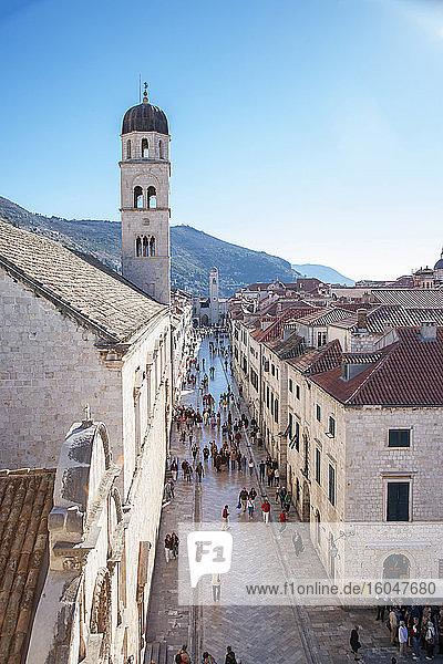 Kroatien  Dubrovnik  Touristen in der Altstadt