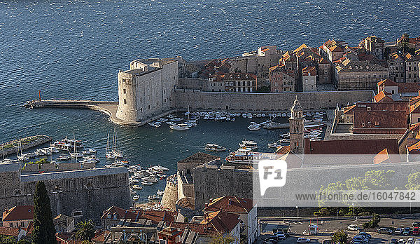 Kroatien  Dubrovnik  Altstadt und Jachthafen