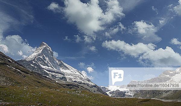 Schweiz  Kanton Wallis  Zermatt  Matterhorn  verschneite Berglandschaft