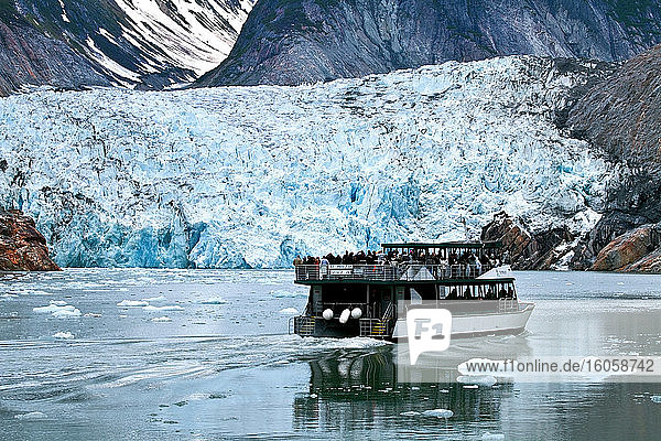Sawyer Glacier und St. Phillip Tour-Boot  Tracy Arm  Südost-Alaska
