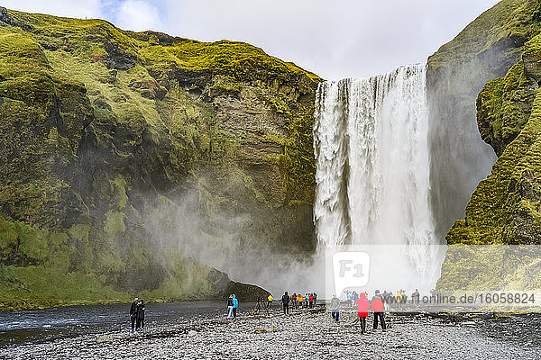 Skogafoss-Wasserfall; Skogar  Island