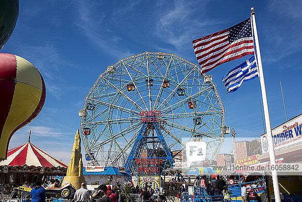 Wonder Wheel; Coney Island  Brooklyn  New York  Vereinigte Staaten von Amerika