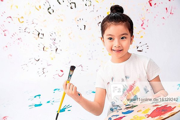 Take the little girl brush to paint