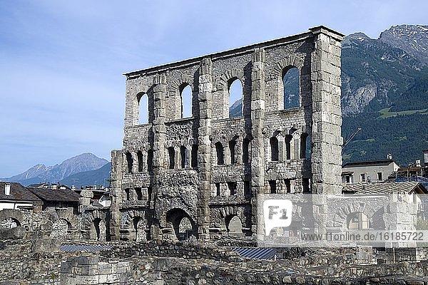 Freiluftmuseum Aosta  römisches Theater  Aosta  Aostatal  Italien  Europa