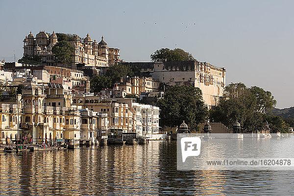 City Palace on lake Pichola waterfront  Udaipur  Rajasthan  India