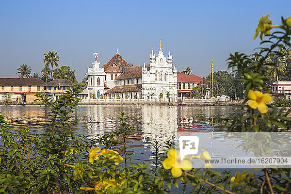 St. Mary Forane-Kirche  Backwaters  Alappuzha (Alleppey)  Kerala  Indien  Asien
