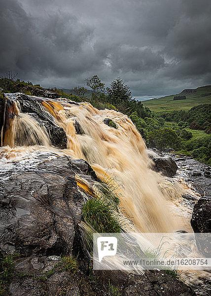 Der Wasserfall Loup of Fintry am Fluss Endrick  etwa zwei Meilen vom Dorf Fintry entfernt  in der Nähe von Stirling  Schottland  Vereinigtes Königreich  Europa
