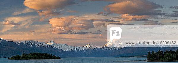 New Zealand  South Island  View across Lake Pukaki