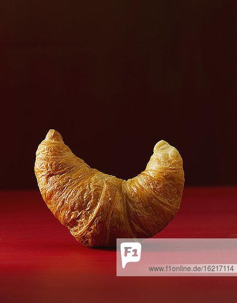 Croissant auf Rot