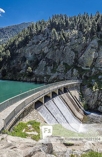 Spanien  Katalonien  Pyrenäen  Comarque de Ripolles  Damm der Nuria-Überlaufrinne