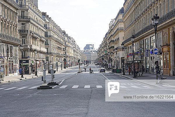 Frankreich Paris  1. und 2. Arrondissement 20/03/20. Kein Verkehr auf der avenue de l'Opera  aufgrund der von der französischen Regierung beschlossenen Eindämmungspflicht zur Bekämpfung der Coronavirus-Epidemie.