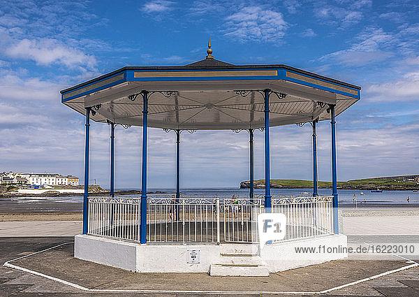 Europa  Republik Irland  Grafschaft Clare  Halbinsel Loop Head  Seebad Kilkee  Musikpavillon