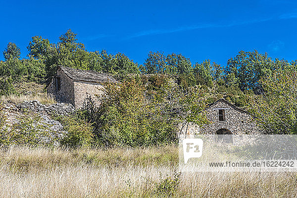 Spain  autonomous community of Aragon  Sierra y Cañones de Guara natural park  plateau of the Mascun Canyon  farms in the abandonned village of Otin