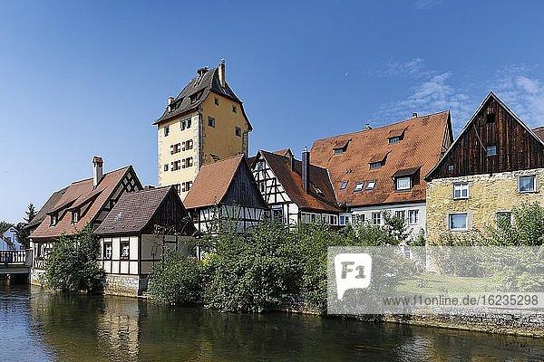 Fluß Pegnitz mit Fachwerkhäusern  dahinter Wassertor-Turm  Markt Hersbruck  Hersbrucker Schweiz  Landkreis Nürnberger Land  Mittelfranken  Franken  Deutschland  Europa