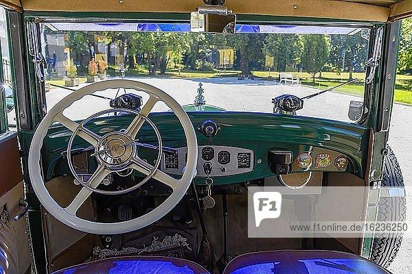 Oldtimer Steyr XXX Limousine 1931,  6 Zylinder,  2078 ccm,  40 PS,  3 Gang,  95-100 kmh,  Detail Lenkrad,  Amaturenbrett,  Österreich,  Europa