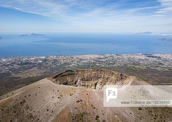 Luftaufnahme des Vesuvvulkans  Neapel  Kampanien  Italien  Europa