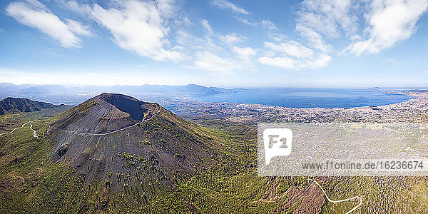 Schrägaufnahme des Vesuvvulkans  Neapel  Kampanien  Italien  Europa