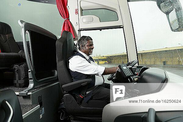 Fahrer im Bus