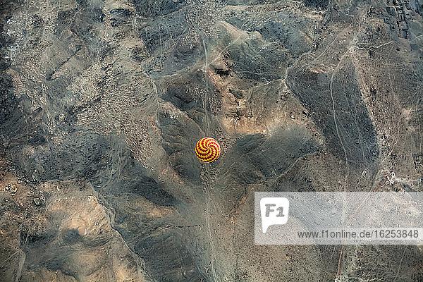 Heissluftballon aus der Vogelperspektive; Luxor  Ägypten