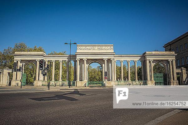 Hyde Park Corner im morgendlichen Berufsverkehr während der nationalen Abriegelung  Covid-19-Weltpandemie; London  England