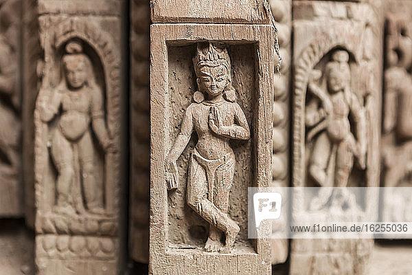 Relikte im Patan Museum  Durbar Square; Patan  Lalitpur  Nepal
