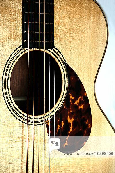 Nahaufnahme einer Gitarre Nahaufnahme einer Gitarre