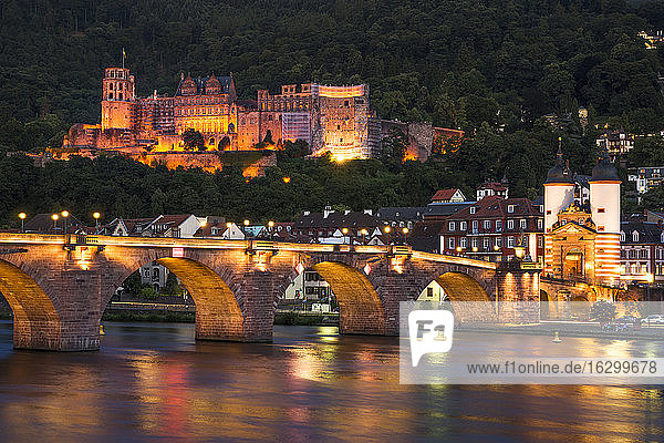 Germany  Baden-Wuerttemberg  Heidelberg  View to Old town  Old bridge and Heidelberg Castle in the evening