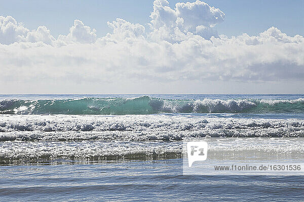 New Zealand  Waves of South Pacific Ocean