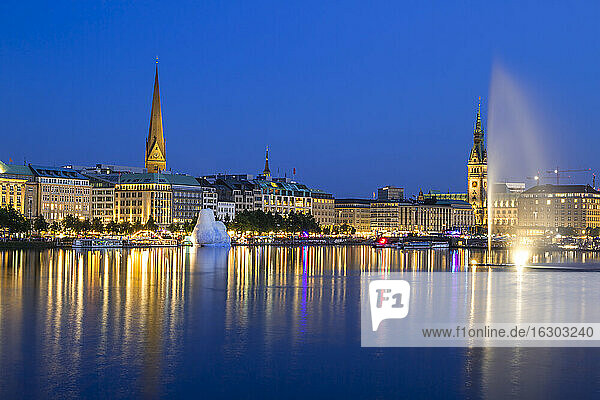 Germany  Hamburg  Binnenalster with skyline at blue hour