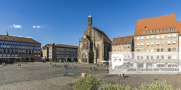 Germany  Bavaria  Nuremberg  Panoramic view of market square in front of Frauenkirche
