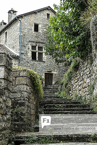 France  Languedoc-Roussillon  Stone house in Le Rozier