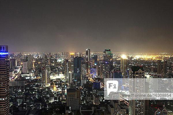 Thailand  Bangkok  Blick auf die Skyline bei Nacht