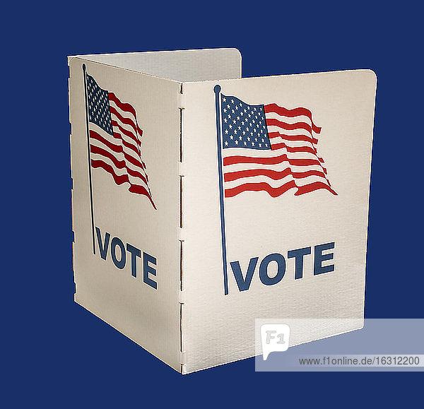 Stimmzettel auf blauem Hintergrund