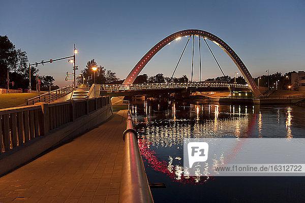 Estnische Brücke und Bogengang